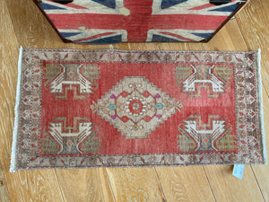 "20"" x 43"" Vintage Oushak Rug Muted Red, Tan & Cream"