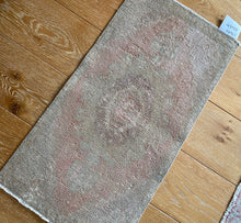 Load image into Gallery viewer, 1'6 x 2'10 Vintage Turkish Oushak Mat Rug 70's Muted Camel Beige + Blush & Mauve