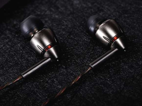 ef195fe0444 1MORE Quad Driver Unboxed Earphone with Mic - Titanium Online in ...
