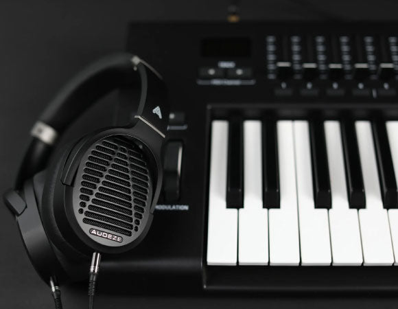 Headphone-Zone-Audeze-LCD-2-fazor-technology