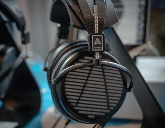 Headphone-Zone-Audeze-MX-4-daipharms-Planer-Magnet