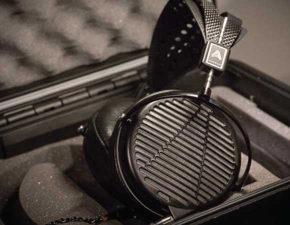 Headphone-Zone-Audeze-MX-4-daipharms