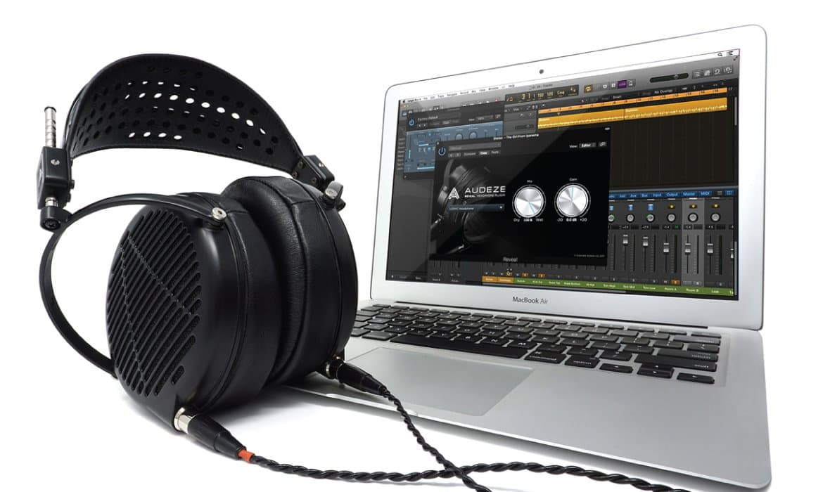 Headphone-Zone-Audeze-LCD-MX4-Lifestyle-Banner