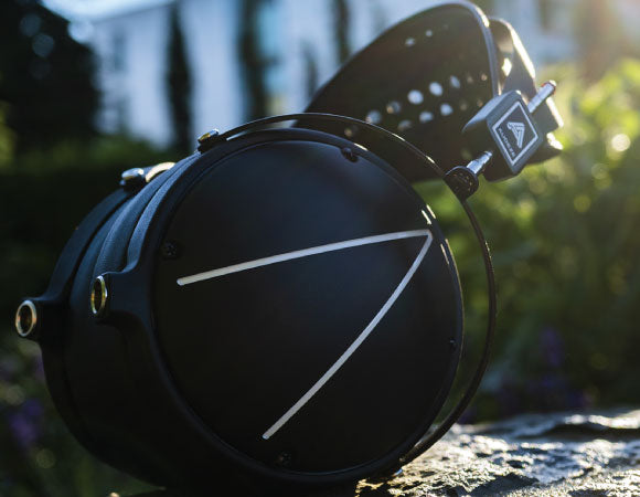 Headphone-Zone-Audeze-LCD2-Closed-Back