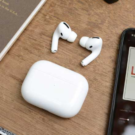 Best Noise Cancelling Headphones - Apple AirPods Pro