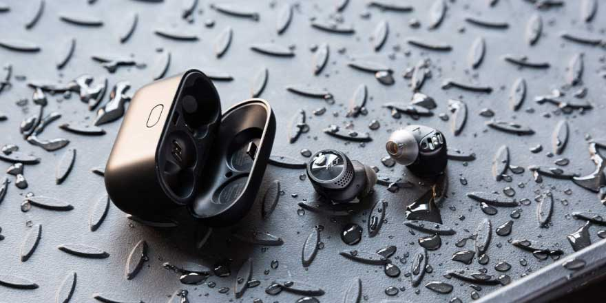Best Wireless Earbuds for Sports under 15000 - Plantronics BackBeat Pro 5100