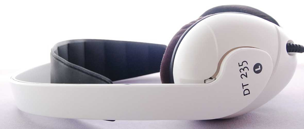 Headphone-Zone-Beyerdynamic-DT-235-Banner