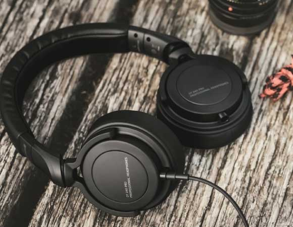 Headphone-Zone-Beyerdynamic-DT-240