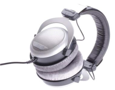 Beyerdynamic-DT880-Pro-Strong-Bass-and-Treble