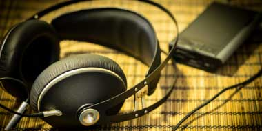 Headphone-Zone-Meze-99-Neo
