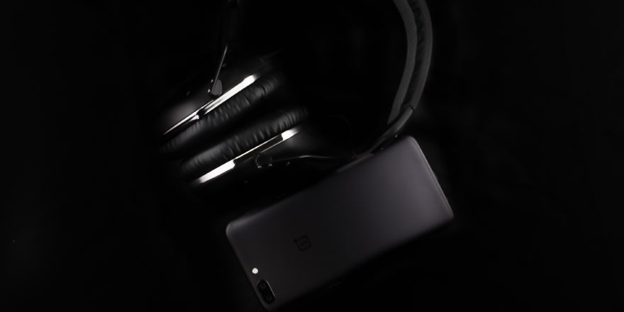 Headphone-Zone-Oneplus5-Best-Wireless-Headphones-V-Moda-Crossfade
