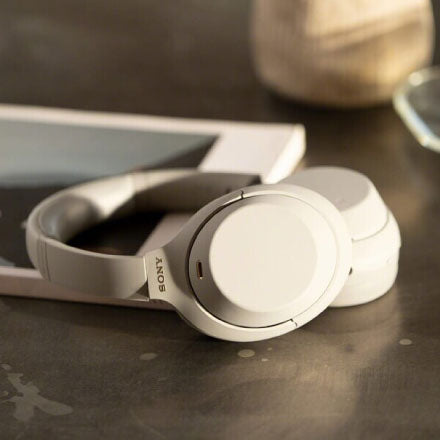 Sony WH-1000XM4 - Standout Features & Battery Life