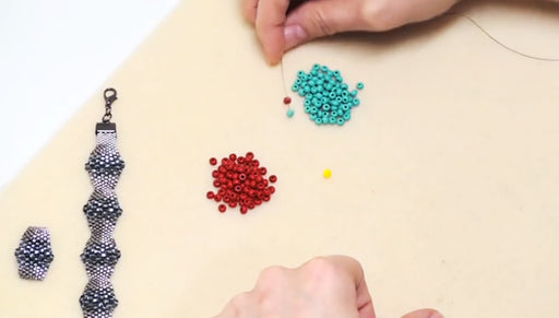 How to Flat Even-Count Peyote Stitch