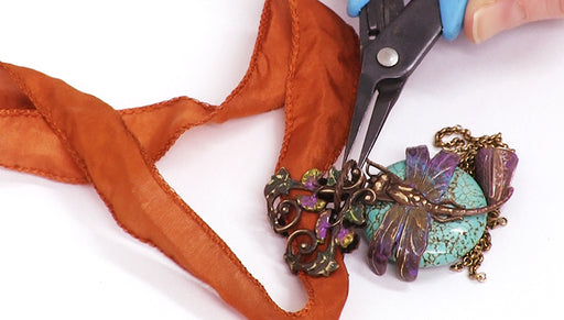 How to Make the Dragonfly in the Garden Necklace