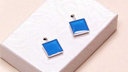 How to Make a Pair of Resin Earrings featuring Nunn Design Earring Bezels