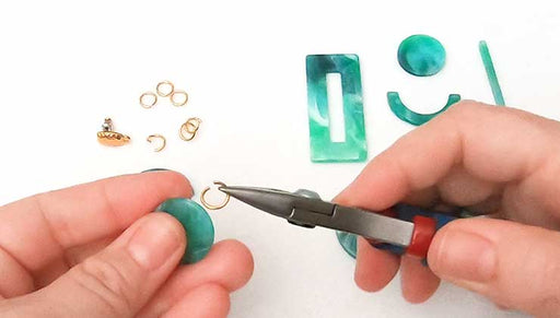 How to Make the Vintage Gal Earrings featuring Zola Elements