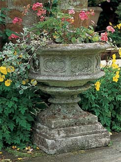 Gothic Urn and Base_image