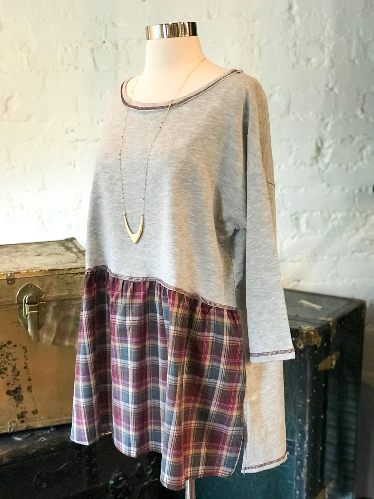 Round Neck Tee with Plaid Hem: Gray