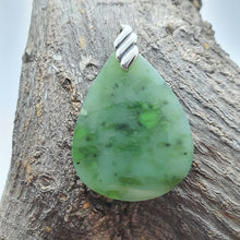 Load image into Gallery viewer, jade pendant