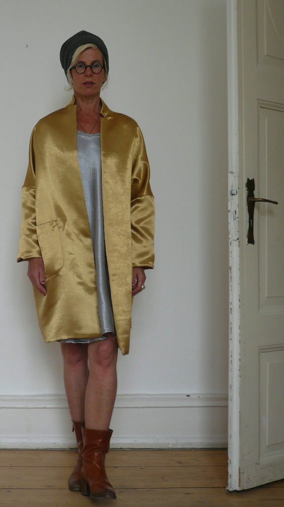 a ................. coat GOLD - dress SILVER