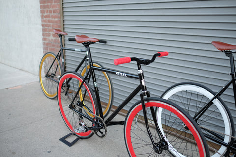 Picture of Regal Fixies at an Urban Garage in the Picture the Duke, The Baron and King Midas Fixie Bikes