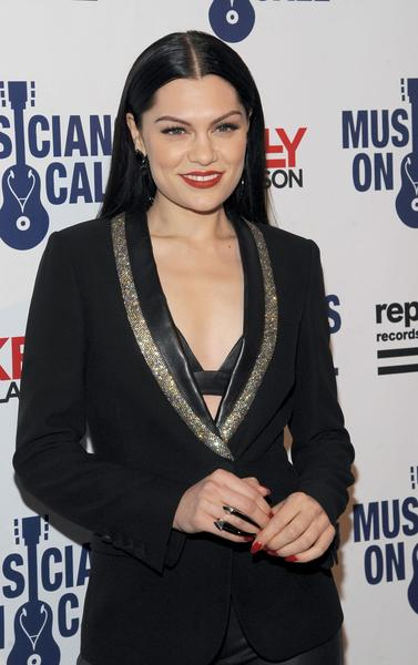 Jessie J wears the Damian Black Onyx Horn Ring by Diaboli Kill