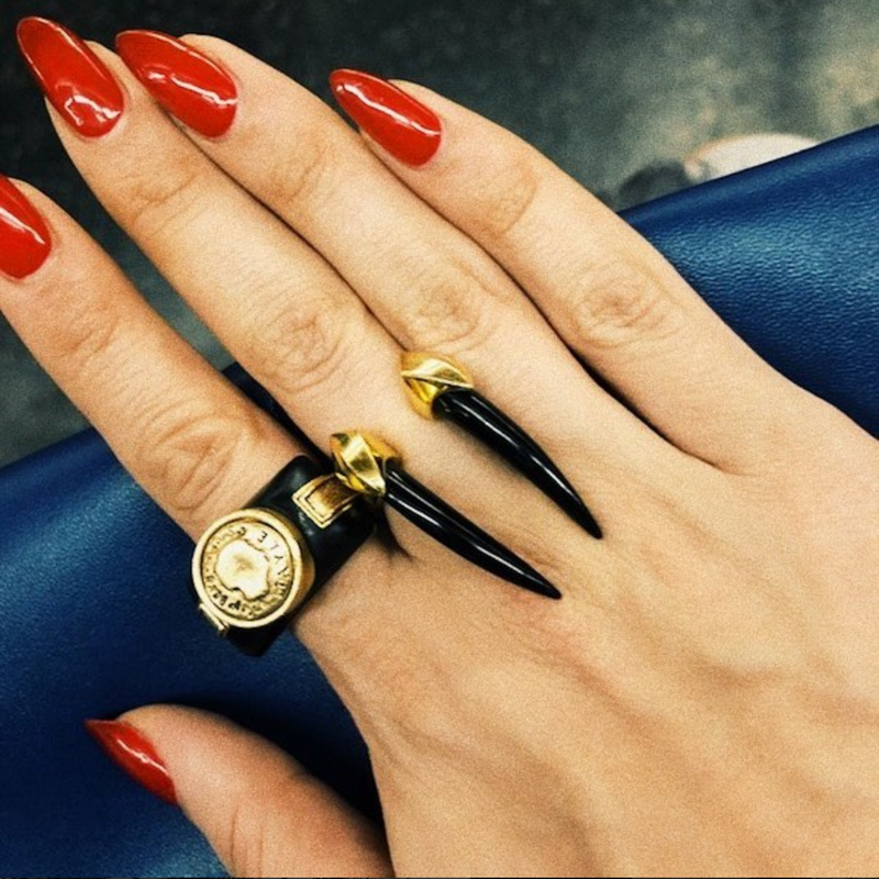 Mini Damian Onyx Horn Ring in Black Rhodium