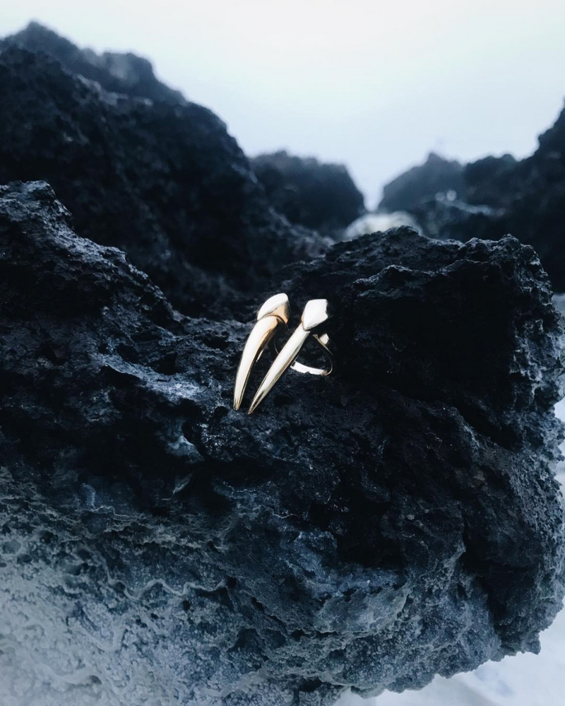 Damian Brevis Horn Ring In White Gold