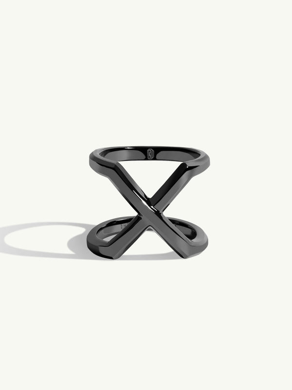 Exquis Beveled Edge Infinity Ring In 18K Blackened Gold