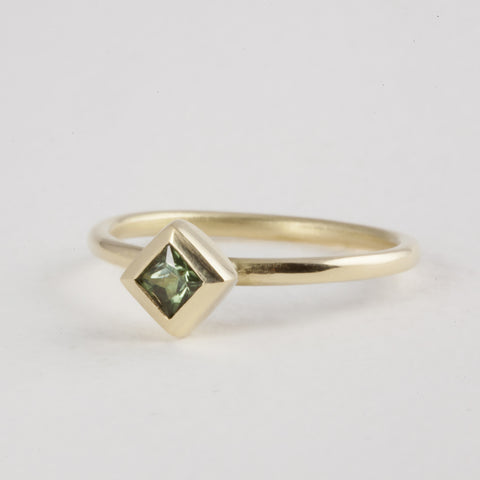 Delicate 18ct Gold Princess cut Green Tourmaline Ring