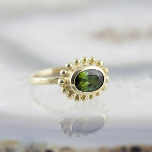 Green Tourmaline and 18ct Gold Courtesan ring