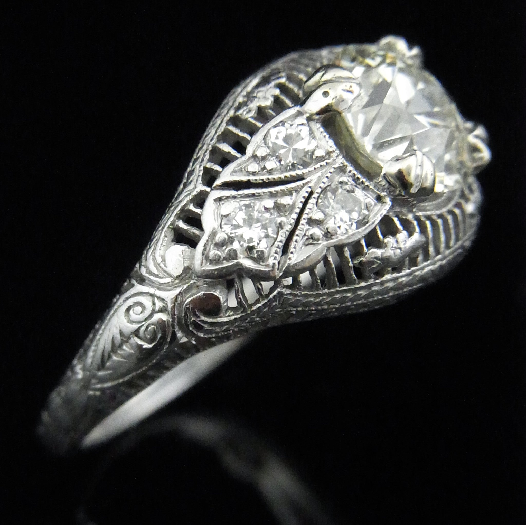 northern ring scintillation in star diamond tw white gold