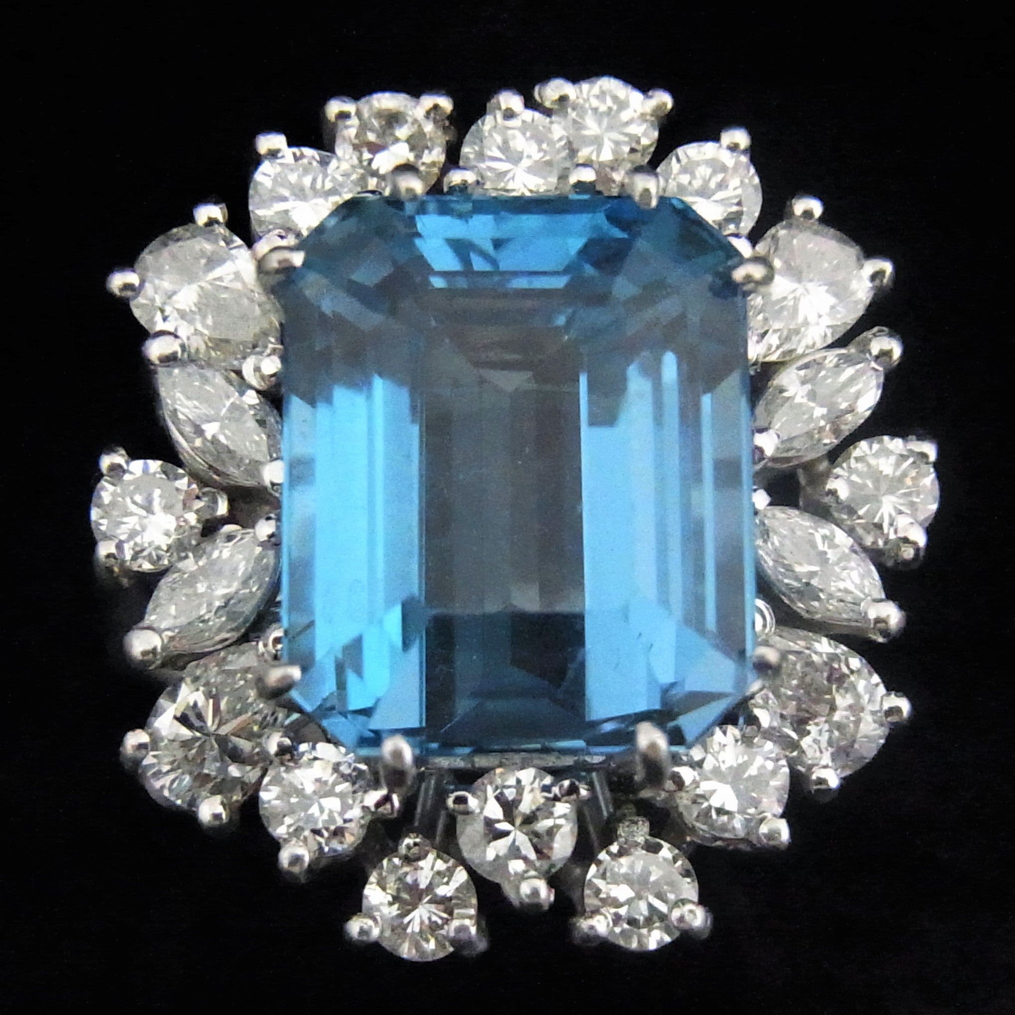 carat green surrounding blue is hope ultraviolet deep light with diamond its here the pendant red inside erie after an bombarded to glows shown exposure