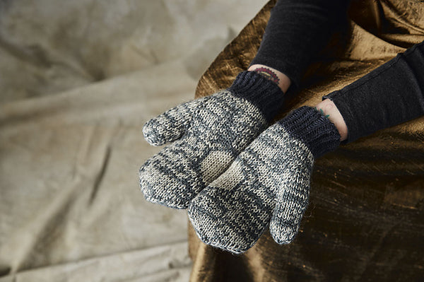 Sina Mittens von Button and Blue, Pom Pom Quarterly 26 - The Moon Issue