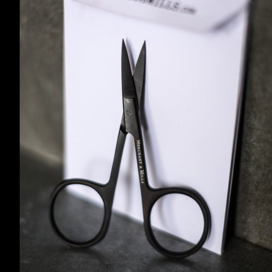 Schere / Wide Bow Scissors