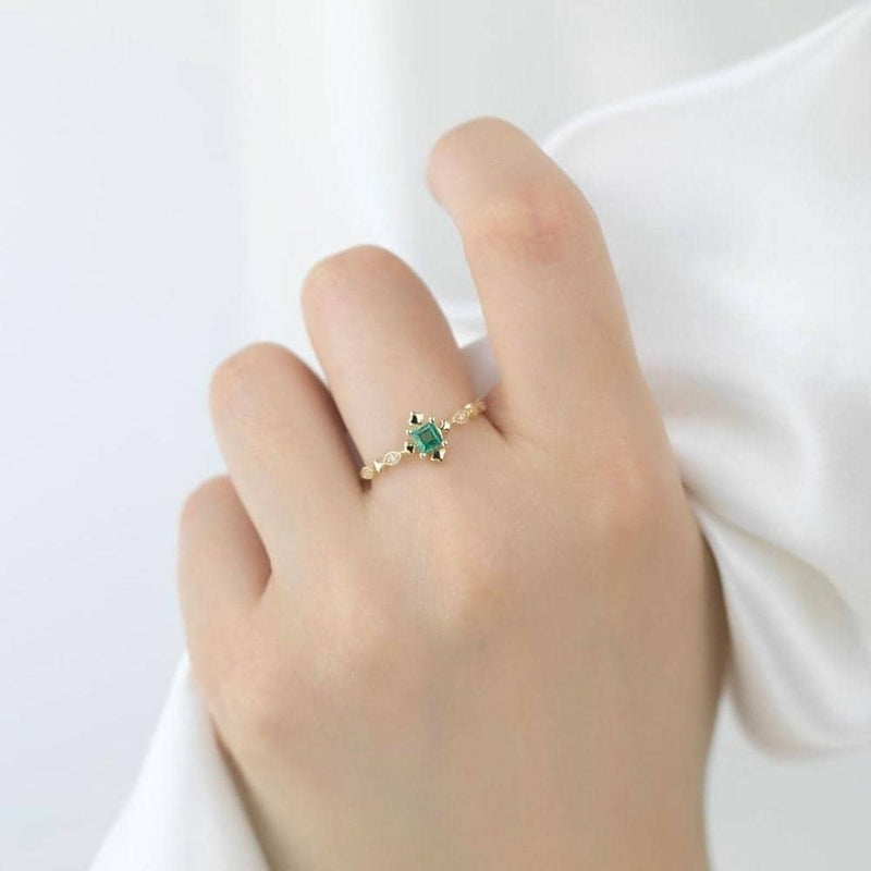 18k Solid Gold Vintage Square Emerald Ring - Melbourne, Australia