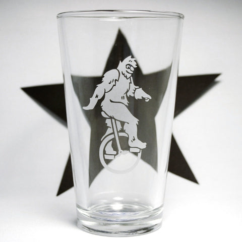 sasquatch pint glass with black star