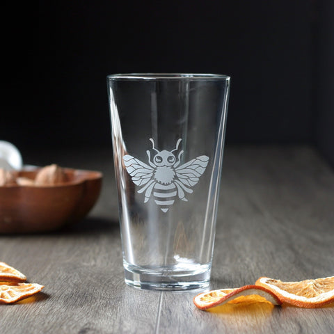 Bee Pint Beer Glass - dishwasher-safe etched glassware