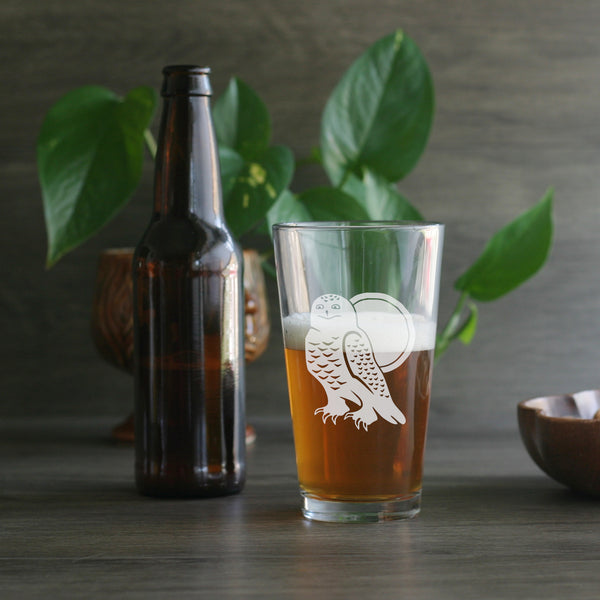 Snowy Owl etched beer glass by Bread and Badger