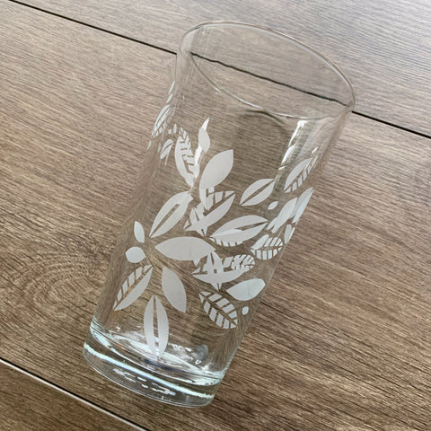 Tea Leaves Plant Pint Glass