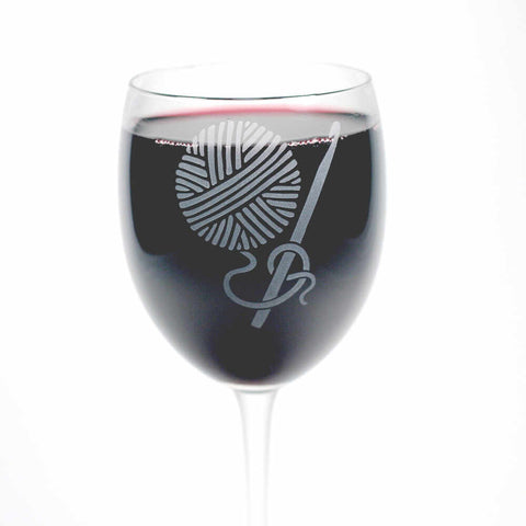 etched crochet hook and yarn wine glass