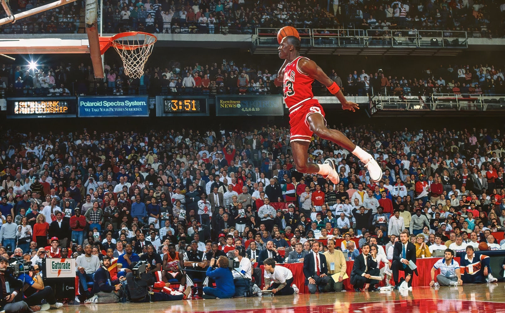 Jordan Classic Dunk Action Poster Home Decoration Sports Star Poster Wall Pictures for Living Room Canvas Painting Waterproof