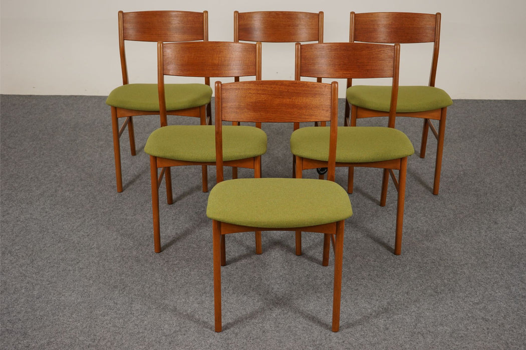 6 Mid Century Dining Chairs Made With Teak & Beech - (314-033)