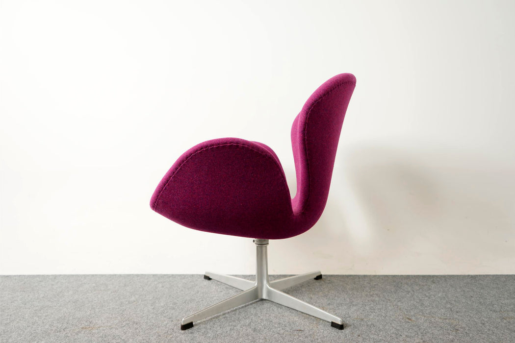 Vintage Swan Lounge Chair Model 3320 By Arne Jacobsen For Fritz Hansen - (D410)