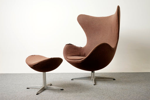 Iconic Egg Chair & Footstool By Arne Jacobsen, For Fritz Hansen - (D517)