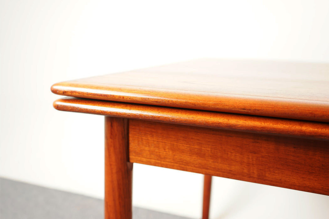 Danish Mid-century Teak Draw Leaf Dining Table - (318-014)