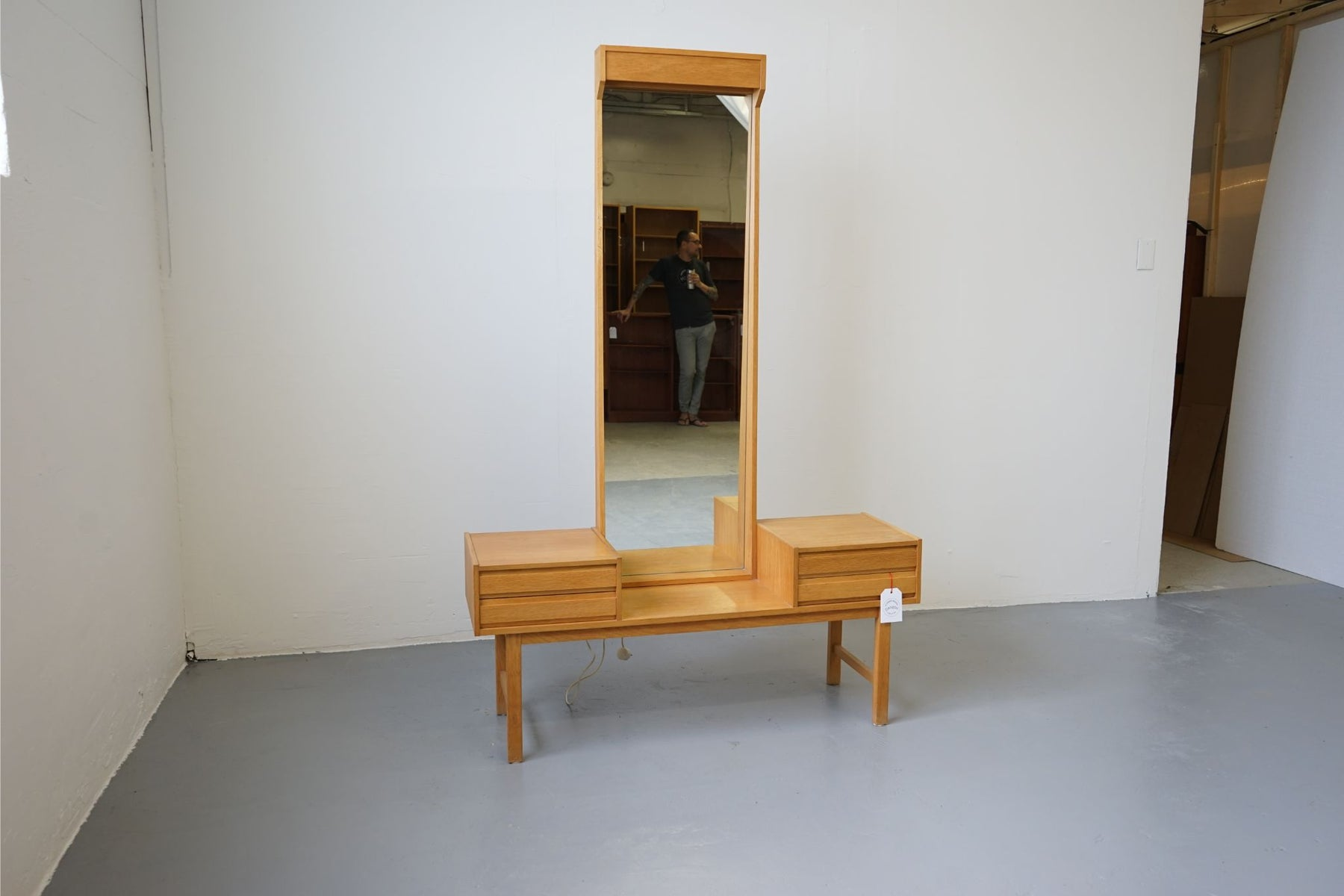 Mid Century Oak Vanity Dressing Table With Mirror - (312-061)