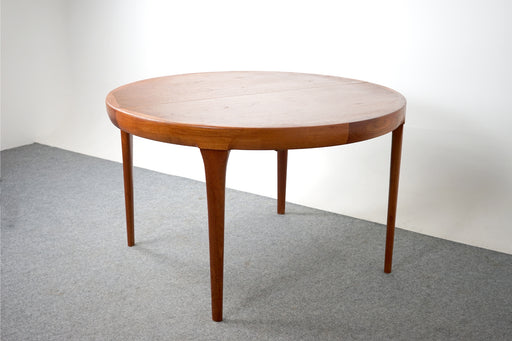 Round Danish Teak Dining Table by Ib-Kofod Larsen - (318-056)