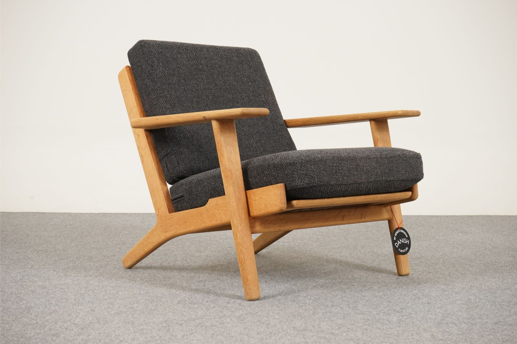 Hans Wegner Danish Modern GE 290 Oak & Wool Lounge Chair by Getama - (313-005.3)