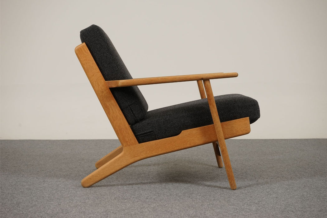 Hans Wegner Danish Modern GE 290 Oak & Fabric Lounge Chair, Getama - (313-005.3)